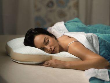pozycja spania na brzuchu