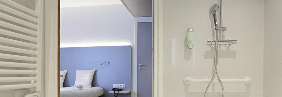 Sypialnia połączona z łazienką – wybierz wygodę w stylu amerykańskim